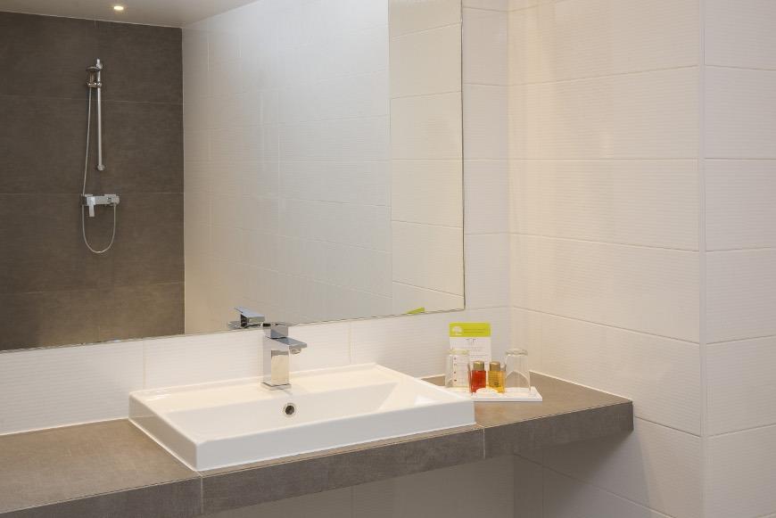 Hotel Mondial Paris - Salle de bain 2 G Galerie - Hôtel Mondial Paris