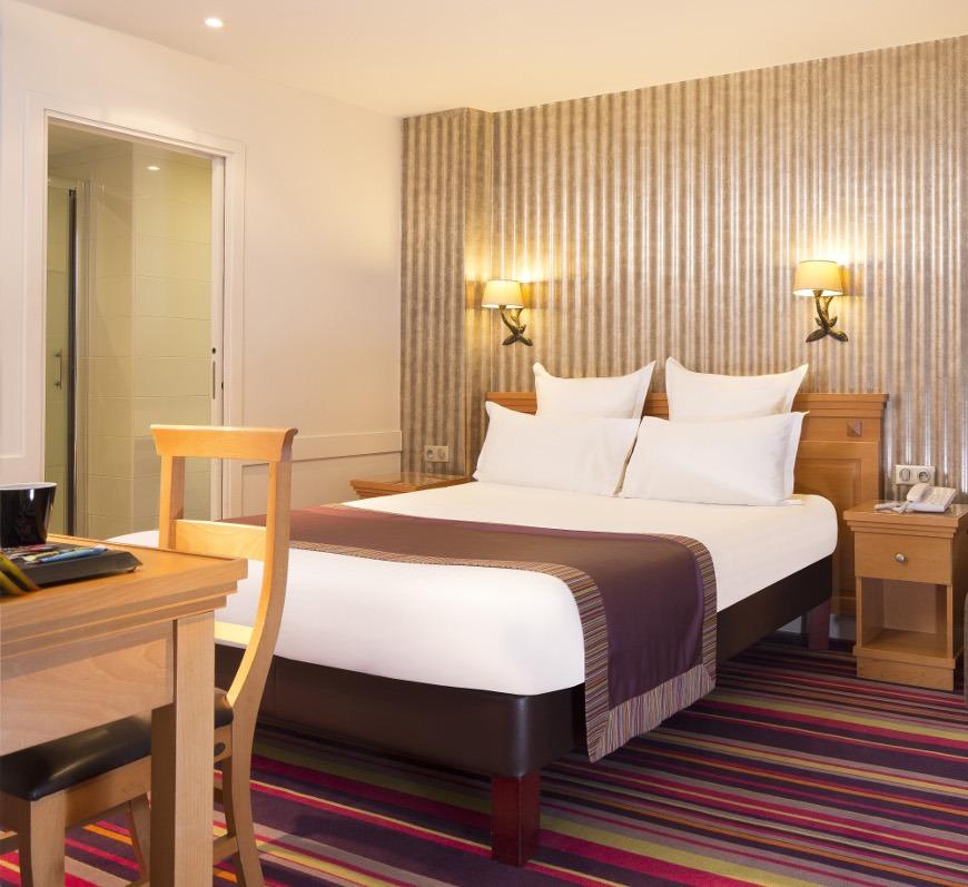 hotel mondial paris chambre double single 309 g galerie h tel mondial paris. Black Bedroom Furniture Sets. Home Design Ideas